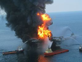 300px-Deepwater_Horizon_offshore_drilling_unit_on_fire_2010