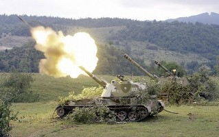 A Russian mobile artillery unit fires a 152mm shell towards a Georgian position outside the South-Ossetian settlement of Dzhava, August 9, 2008. REUTERS/Denis Sinyakov  (GEORGIA)
