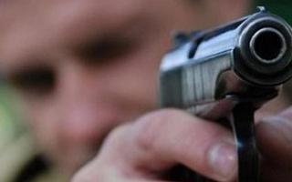 pistolet_v_rukah_0