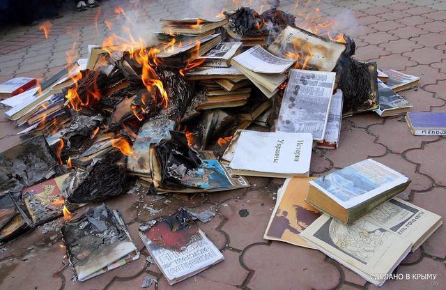В крымских школах на глазах учеников рвут украинские книги, - Меджлис - Цензор.НЕТ 549