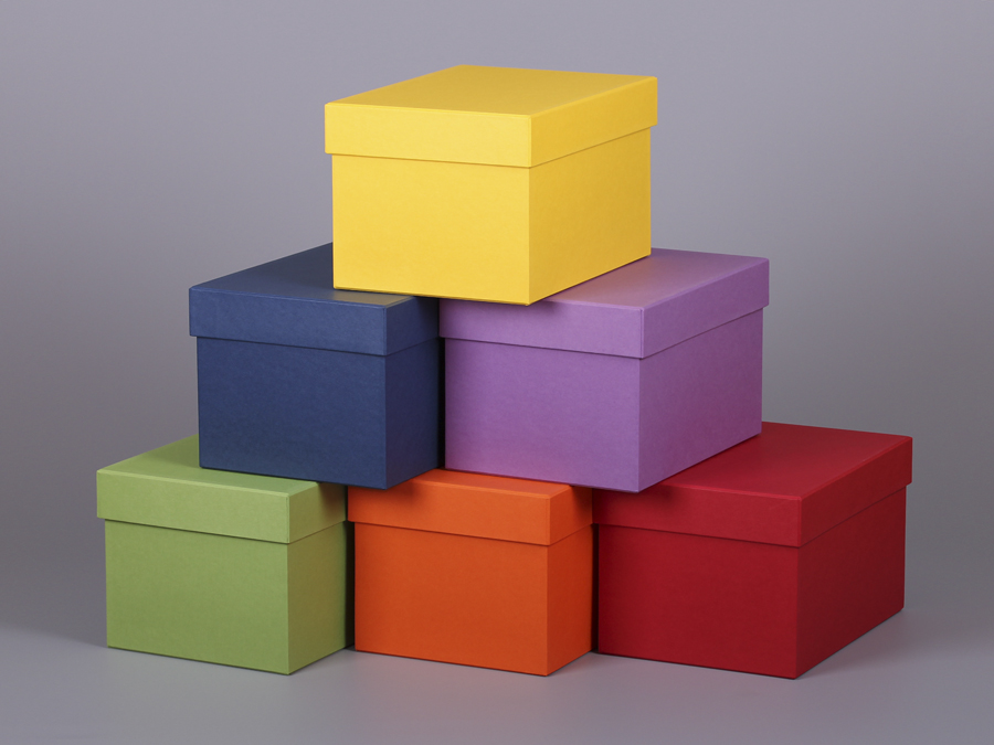 Подарочная коробка из цветного картона